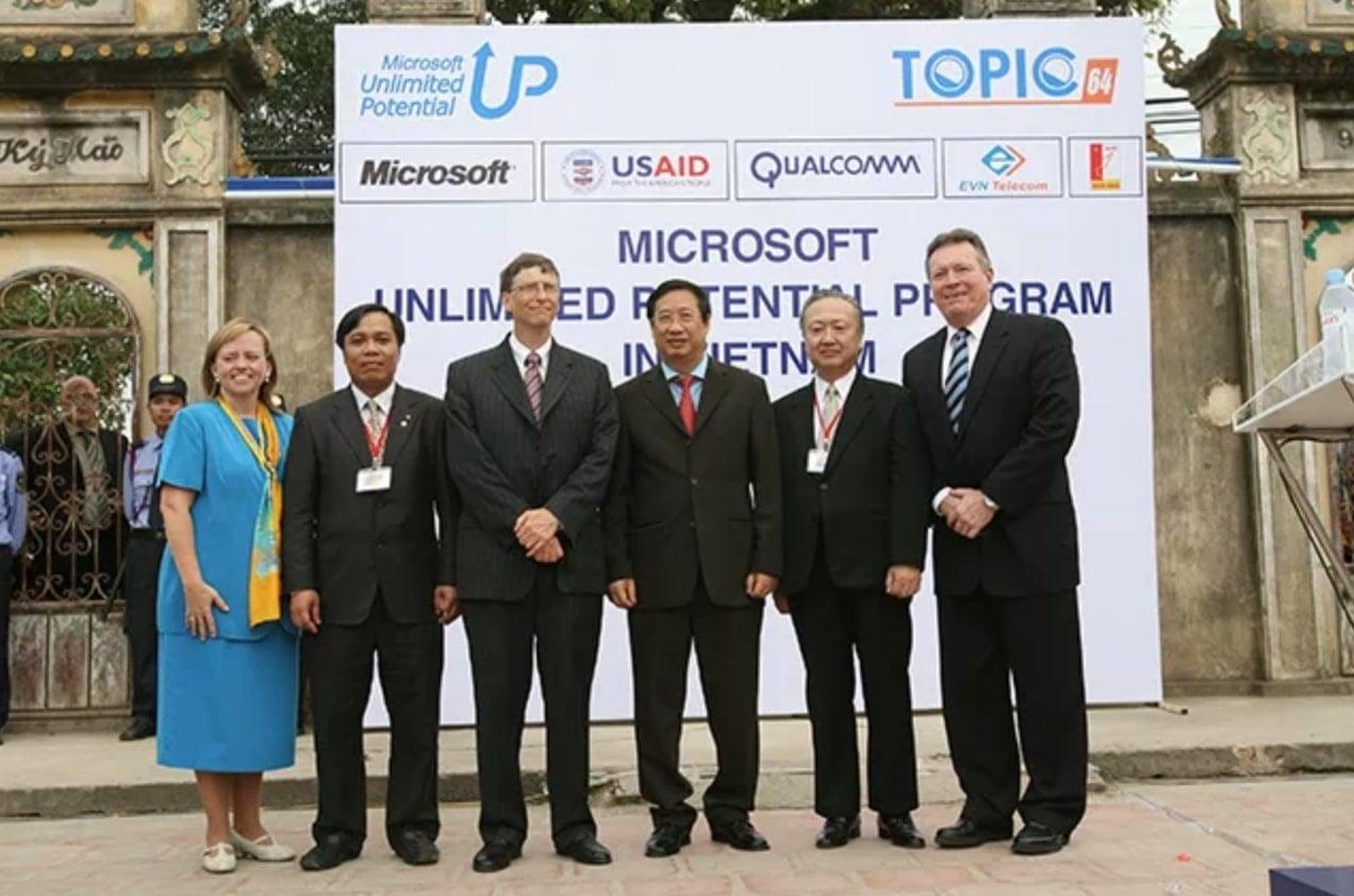 chu-tich-Microsoft-Bill Gates-va-pho-thu-tuong-Viet-Nam-Pham-Gia-Khiem