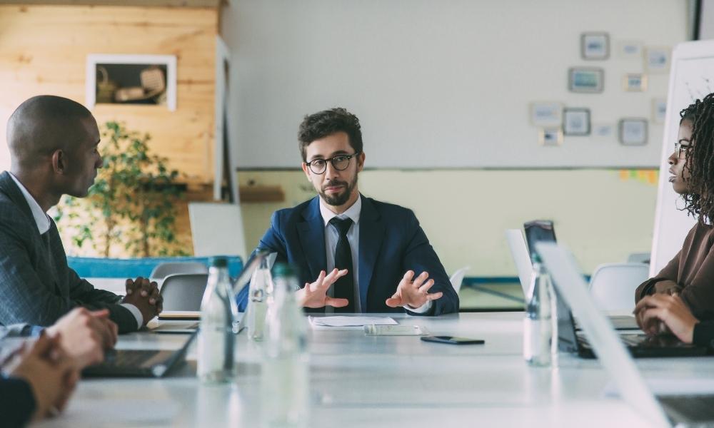3 cách tăng cường khả năng giao tiếp tiếng Anh cho người đi làm