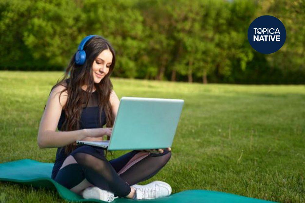 Luyện nghe thường xuyên cũng là cách để học kỹ năng phát âm từ người nước ngoài