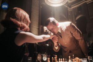 Bộ phim về nữ kì thủ cờ vua cung cấp rất nhiều kiến thức về bộ môn này